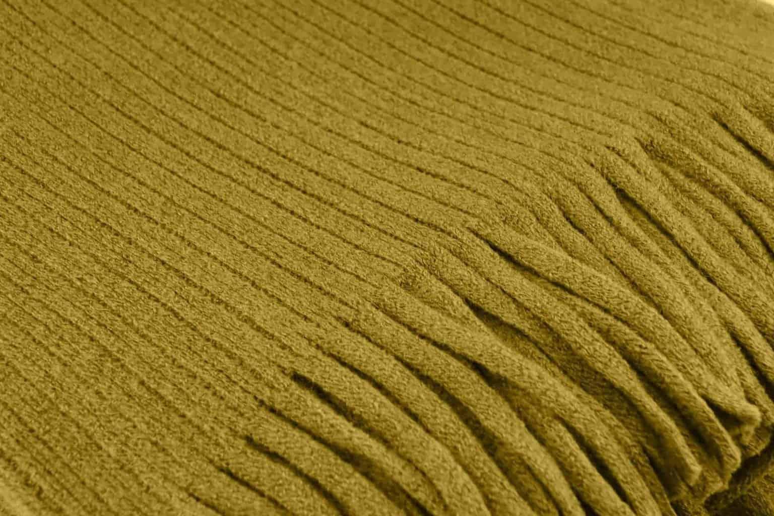 cashmere-plaid-geel-CU-scaled-1.jpg